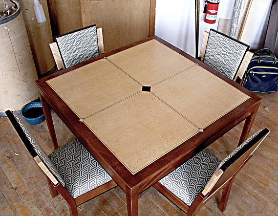 Art deco game table chairs for Examples of art deco furniture